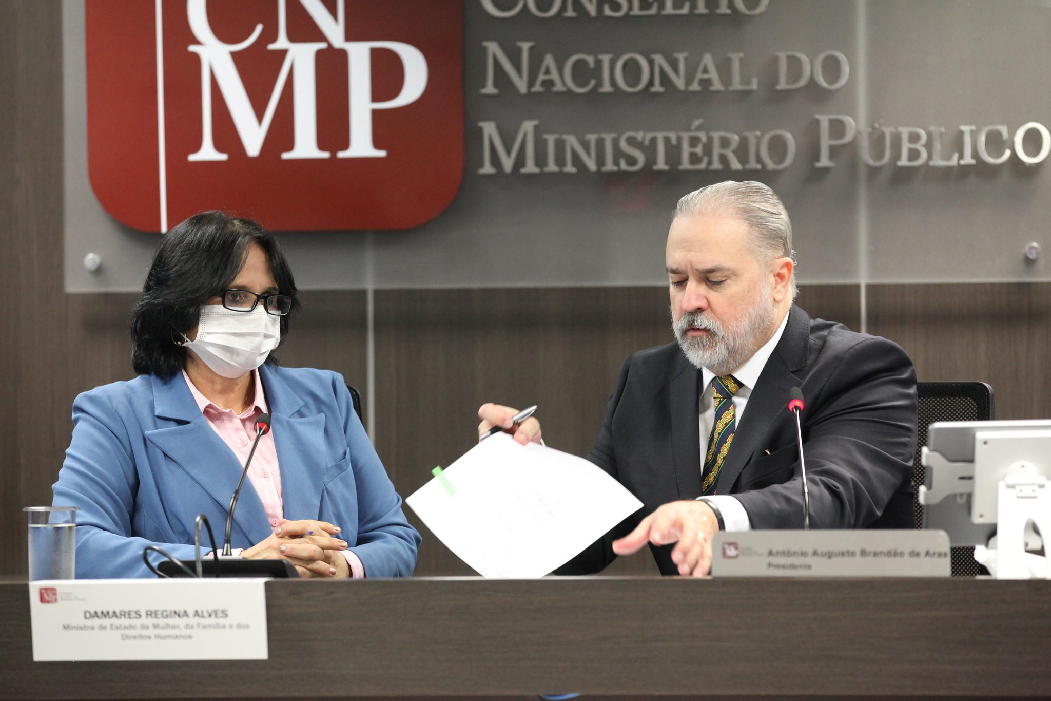 Ministra Damares e Augusto Aras